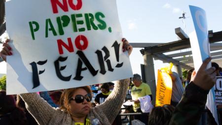 Ciudad californiana de Santa Clarita se une a demanda contra estado santuario