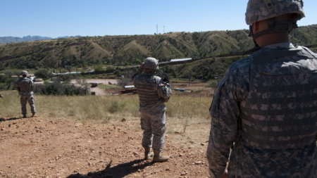 Confirman el despliegue de 2.400 soldados en la frontera con México