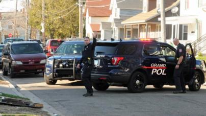 Hombre es arrestado por amenazar a joven con arma de aire