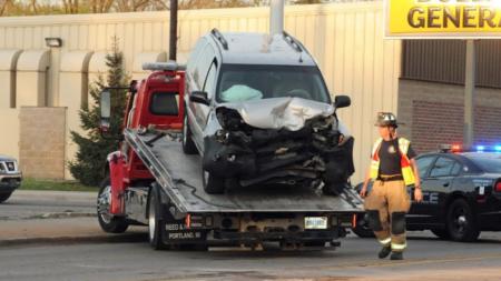 Choque de 4 vehículos ocasionó cierre de calle Burton
