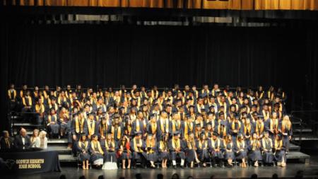Hispanos gran parte de graduados de Godwin Heights