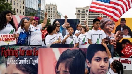"""Menores inmigrantes están """"tranquilos"""" en los refugios, según religiosos"""