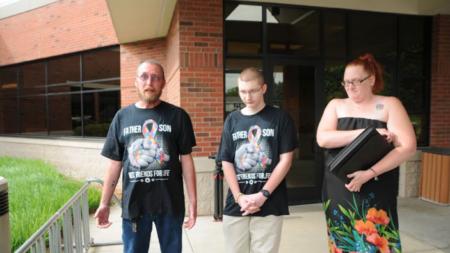 Joven con autismo enfrenta cargos de violencia doméstica