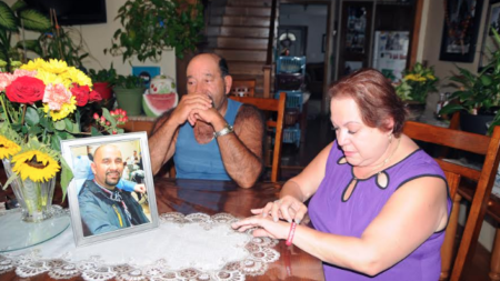 Padres recuerdan a difunto hijo motociclista