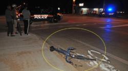 Conductor atropella bicicleta en Calle Burton SE