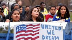 """""""Soñadores"""" sufren por el futuro de DACA y hasta dudan de renovar su permiso"""