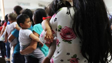 EE.UU. ha reunificado a 72 menores hondureños de 482 separados de sus padres