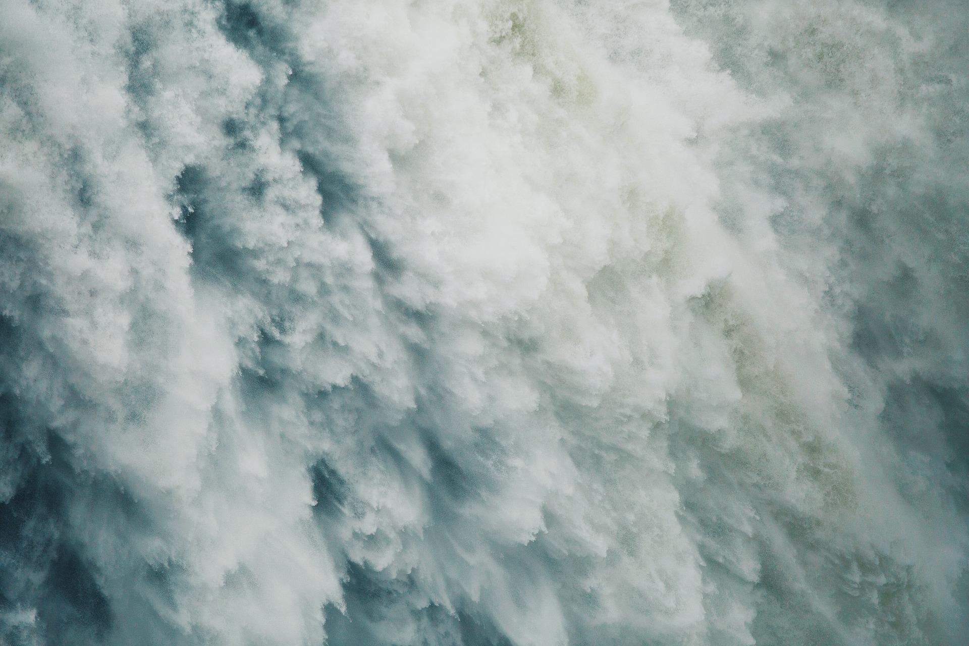 SELFIE MORTAL: Cae desde una cascada de 20 metros de altura, tomándose una foto