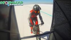 Ciclista estadounidense bate el récord de velocidad desplazándose más rápido que un Airbus en despegue