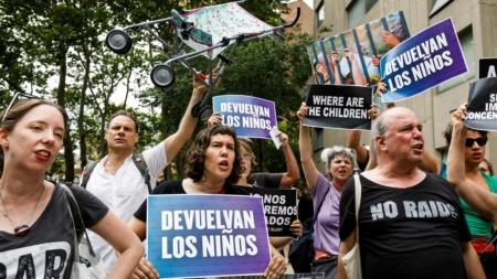 """Activistas lamentan """"realidad distorsionada"""" sobre fin de crisis migratoria"""