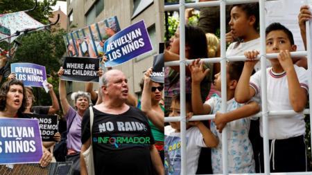 Activistas exigen liberación de niños detenidos en la frontera con México