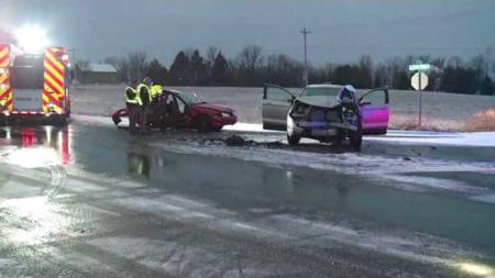 Jóvenes heridos de gravedad en accidente automovilístico