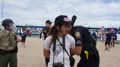 Arrestan una docena de migrantes que llegaron en bote a playa de California