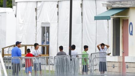 EU rechaza solicitudes de jóvenes inmigrantes por su edad