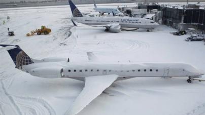 Más de 4.000 vuelos retrasados y 3.000 cancelados por tormenta en costa este