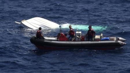 Rescatan a 26 cubanos en bote a punto de zozobrar en Cayos de Florida