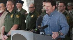 Urgen a gobernador Arizona refugio central para migrantes liberados por ICE