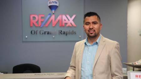 Néstor Vázquez de Re/Max