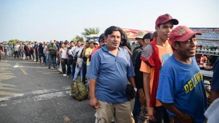 """Yuma declara """"estado de emergencia"""" por incapacidad de albergar migrantes"""