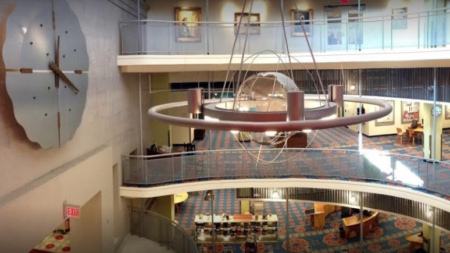 La Biblioteca Pública de Grand Rapids elimina las multas en los materiales para jóvenes