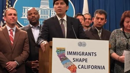 Alcaldes critican a Trump por sugerir enviar inmigrantes a ciudades santuario
