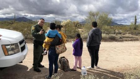 Trump nombra nuevo director de Inmigración, principal aparato de deportación