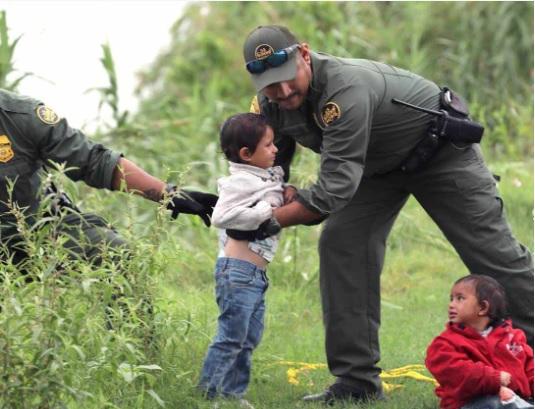 Hondureños a punto de morir ahogados en el Río Bravo