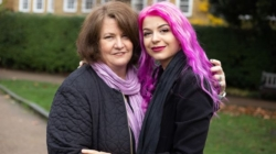 'No es mi nieta, es mi novia': se llevan 37 años de diferencia