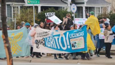¡Hispanos se manifiestan el primero de mayo, exigen la devolución de licencias!