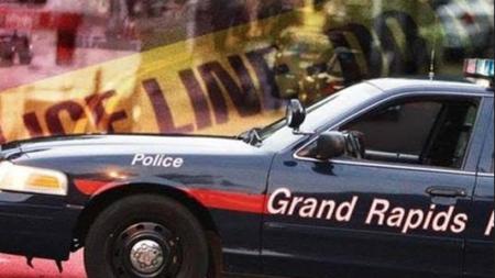 Un hombre muere luego de ser dejado en el hospital con heridas graves