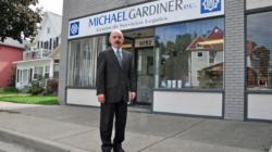 MICHAEL GARDINER: Centro de Servicios Legales