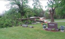 Tornado provoca destrozos