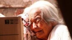 Mujer abusa sexualmente de una anciana de 70 años y luego la mata