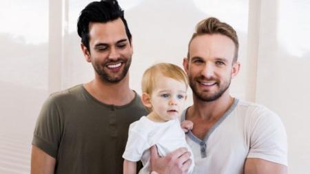 Un científico mexicano afirma que las parejas homosexuales dañan de por vida a sus hijos