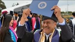 Migrante oaxaqueño se gradúa a sus 58 años con honores en Estados Unidos