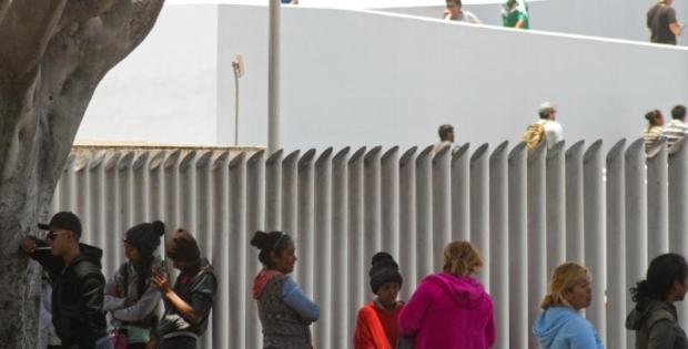 """Demandan norma que obliga a solicitantes de asilo acudir a """"tercer país"""""""