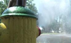 Sólo personal autorizado puede abrir hidrantes