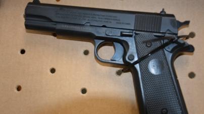 Detienen a niño de 13 años por portar un arma