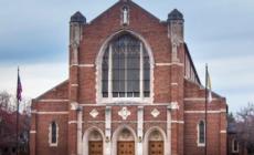 Acusan a empleada de diócesis por estafar a inmigrantes