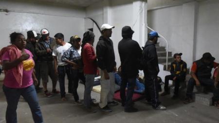 Sube el número de inmigrantes enviados a México a esperar asilo