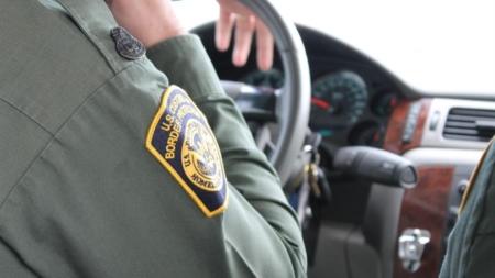 Detienen en Arizona a 32 migrantes que viajaban en camión refrigerado