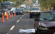 Pierde la vida tras ser arrollado por dos vehículos