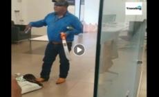 Hombre tiene de rehenes a trabajadores y clientes de un banco y exige ver a AMLO