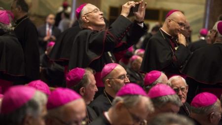 Un obispo neoyorquino enfrenta acusaciones de abuso sexual, que niega
