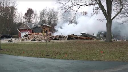 Dos personas resultaron heridas cuando una casa explotó en pedazos