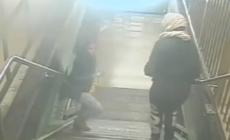 VÍDEO: GOLPEAN Y ASALTAN A MUJER EN METRO DE NEW YORK