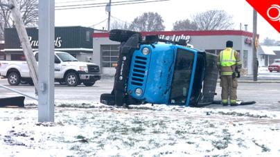 "Calles peligrosas: ""Jeep se vuelca en la 44th St y Clyde Park Ave"""