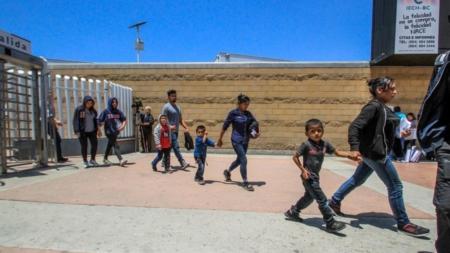 Juez concede que los migrantes que teman ser enviados a México tengan abogado