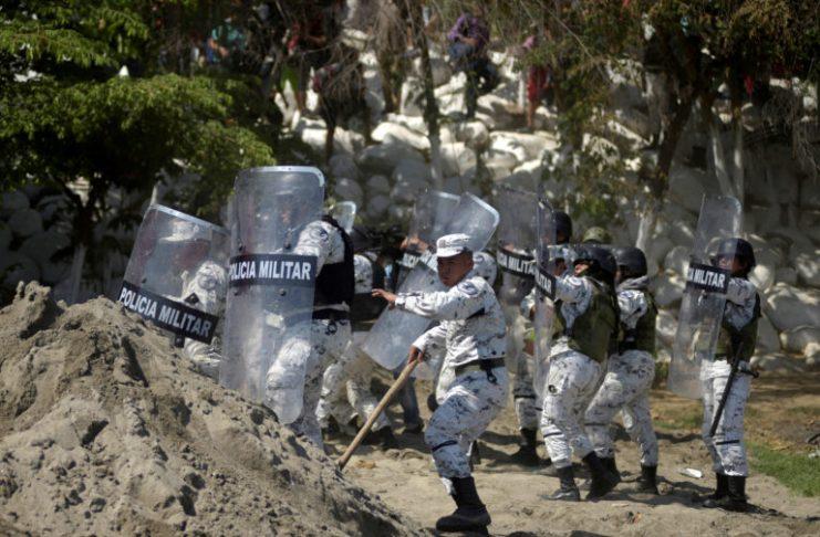 Al menos 400 migrantes fueron detenidos en su intento de cruzar el río Suchiate