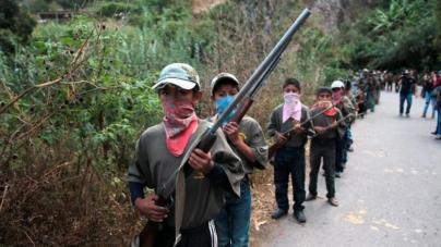 Arman a niños tras masacre en Guerrero
